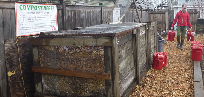 New Chicago Compost Ordinance Eases Restrictions for Urban Farmers and Gardeners