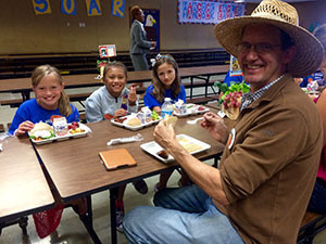 Farmer Bob Knight of Old Grove Orange in Redlands, CA. lunching with some satisfied customers. Photo courtesy of San Diego Unified School District